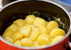 Rezept für Sahne-Kartoffeln bei Essen und Trinken. Ein Rezept für 2 Personen. Und weitere Rezepte in den Kategorien Kartoffeln, Milch + Milchprodukte, Beilage, Kochen, Einfach, Schnell, Vegetarisch.