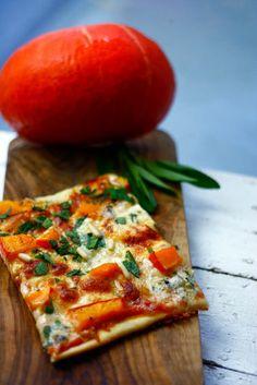 Pizza mit Kürbis, Gorgonzola und Salbei
