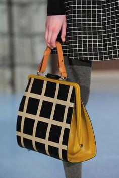 Orla Kiely at London Fashion Week Fall 2015 - Details Runway Photos Estilo Fashion, Look Fashion, Fashion Bags, Fashion Accessories, Fashion Mode, Runway Fashion, Fashion Dresses, Fall Handbags, Purses And Handbags