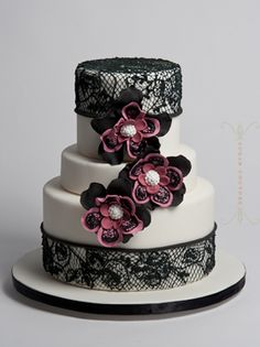 Lace wedding cake inspired by a gorgeous Aruna Seth shoe by Sugar Couture