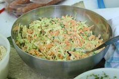 Pikk-pakk elkészül és ilyen gyorsan el is fogy. Cooking Recipes, Healthy Recipes, Hungarian Recipes, Food 52, Vegetable Dishes, Summer Salads, Quick Meals, Food Inspiration, Salad Recipes