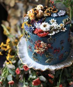 hand painted buttercream wedding cake wedding cakes with cupcakes Your Wedding Cakes - Aspire Wedding Flores Buttercream, Buttercream Wedding Cake, Wedding Cake Cupcakes, Cheesecake Wedding Cake, Pretty Cakes, Beautiful Cakes, Amazing Cakes, Beautiful Desserts, Cake Cookies