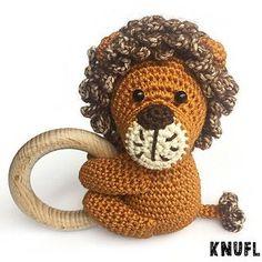Lion Rattle pattern by Rosanne Briggeman- Lion Rattle pattern by Rosanne Briggeman ✉ Sending: - Crochet Dolls, Crochet Baby, Knit Crochet, Crochet Things, Baby Gym, Crochet Animals, Miniature Dolls, Baby Shower Gifts, Lion