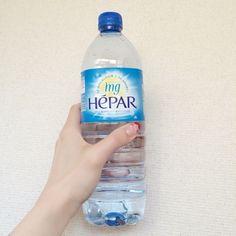 「日本で硬水といえばコントレックスですが、それ以上の硬度のエパー。普段から硬水を常飲しているので多少の癖は覚悟していたんですが、エパーはするするっと入ってきてびっくりするほど飲みやすい!!今まで飲んだ硬水の中でもいちばん癖がなくておいしく感じました。硬水は常温だと飲みにくいから冷やして!ってよく言われてるけど これはそのままでも十分おいしいミネラルウォーターだと思います♡」 by.hinaさま #hepar #エパー #hépar #超硬水 #硬水 #ミネラルウォーター