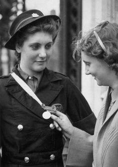 1941: Betty Quinn, 17, the youngest recipient of the George Medal, at the Investiture Ceremony at Buckingham Palace, London. She saved seven people from a bombed air raid shelter while serving as an ARP Warden in Coventry. (Photo by Keystone/Getty Images)