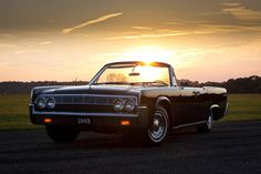 My favorite of the fourth-gen Lincolns - the convertible.