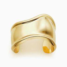 Elsa Peretti® Bone cuff in 18k gold, small.