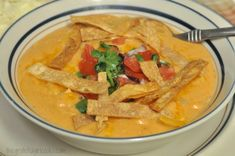 Enjoy a taste of the Southwest for lunch or dinner with this delicious Chili's Chicken Enchilada Soup recipe (copycat), with pico de gallo and tortilla strips! Chili's Chicken Enchilada Soup, Chicken Chili, Chicken Enchiladas, California Pizza Chicken, Slow Cooker Recipes, Soup Recipes, Crockpot Recipes, Dinner Recipes, Girl Cooking