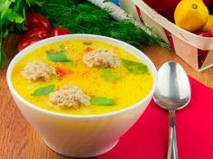 Meatball soup - perfect for a hot meal. Romanian Food, Romanian Recipes, Meatball Soup, Cheeseburger Chowder, Thai Red Curry, Food And Drink, Pudding, Meals, Cooking