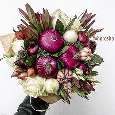 Onion & floral table centerpiece or bouquet Edible Fruit Arrangements, Edible Bouquets, Floral Arrangements, Food Bouquet, Gift Bouquet, Fruit Flower Basket, Fruit Presentation, Vegetable Bouquet, Welcome Home Gifts