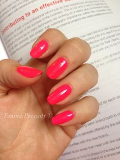 ( on natural nails )Gelish ( on natural nails ) Bright Summer Nails, Bright Nails, Summer Acrylic Nails, Pink Nails, Black Nails, Cute Nails, Pretty Nails, Gel Semi Permanent, Nails Gelish