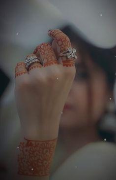 Muslim Girls Photos, Girl Photos, Arabic Henna Designs, Mehndi Designs, Cute Girl Poses, Cute Girls, Islamic Girl Pic, Neon Light Wallpaper, Wedding Dance Video