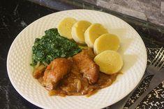 Maso nakrájíme na menší plátky, osolíme, opepříme a obalíme v mouce.Na pánvi rozehřejeme sádlo a plátky masa z obou stran osmahneme.Pekáč... Chicken, Meat, Cooking, Food, Kitchen, Essen, Meals, Yemek, Brewing