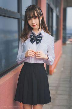 photo Cute School Uniforms, School Uniform Fashion, Japanese School Uniform, School Girl Outfit, School Uniform Girls, Girls Uniforms, School Uniform Images, School Girl Japan, Japan Girl