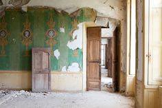 A Couple Bought An Abandoned 18th Century French Chateau. This Is What They Found Inside 3 - https://www.facebook.com/diplyofficial