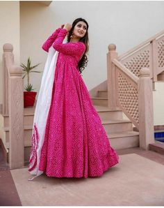 Dress Indian Style, Indian Fashion Dresses, Indian Gowns, Indian Outfits, Beautiful Pakistani Dresses, Beautiful Dresses, Beautiful Frocks, Stylish Dress Designs, Stylish Dresses