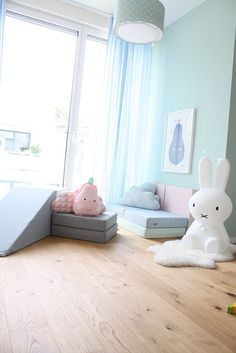 So wunderhübsch! Spielpolster in Pastellfarben - der große Hit bei meinen Kids. Und ich finde sie einfach nur schön. Warum wir die Polster für DIE Must Haves im Kinderzimmer halten, erfährst du auf dem Blog!