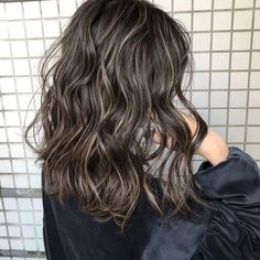 No automatic alt text available. Short Permed Hair, Medium Short Hair, Wavy Hair, Medium Hair Styles, Curly Hair Styles, Dyed Hair, Hair Color Balayage, Hair Highlights, Hair Icon