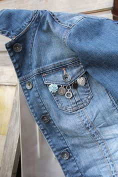 Denim Attire, Denim Outfit, Jean Jacket Design, Altered T Shirts, Denim Crafts, Stylish Dress Designs, Embellished Jeans, Denim And Lace, Clothing Hacks