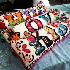 Almofadas Love, Kiss, Hug Enjoy