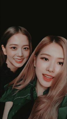 Jisoo and Rose 💗 Kpop Girl Groups, Korean Girl Groups, Kpop Girls, Blackpink Jisoo, Yg Entertainment, Lady Gaga, Blackpink Wallpaper, Foto Rose, Rose Bonbon