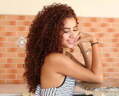 @camillasntns ・・・   #loveyourcurls #embraceyourcurls#curlsforlife  #cacheado #cheveuxbouclés #capelliricci #pelorizado#Curlyhair #naturallycurlyhair #naturalcurls #naturallycurly #mixedhair #bigcurlyhair  #bighair #teamnatural #volume #bighairdontcare #curlyhairdontcare #curlz #coloredcurls#cachosbra