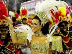 12 fev 2013, Sambódromo, Rio de Janeiro - Carla Prata, a rainha da  Escola de Samba Acadêmicos do Grande Rio. Foto: Dhavid Normando / Futura Press.