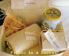 Simple way to to pack an individual picnic basket.