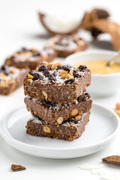 These peanut butter oatmeal bars are super quick, easy, no-bake and naturally gluten-free and 100% whole grain. With a vegan option. If you're looking for a simple candy bar-like recipe, be sure to try these out!