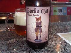 Cerveja Borba Cat, estilo Maibock/Helles Bock, produzida por Cervejaria Urbana, Brasil. 6% ABV de álcool.