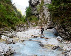 Deze #wandeling is leuk door de diversiteit en de mooie verassing aan het eind in de vorm van een waterval. Volg Han naar de #watervallen: www.mijnslovenie.com/martuljek-watervallen-wandelroute/ @MijnSlovenie