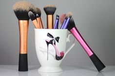Real Techniques Best Makeup Brushes, It Cosmetics Brushes, Best Makeup Products, Youtube Sensation, Real Techniques, Hair Makeup, Make Up, Beauty, Hairstyle
