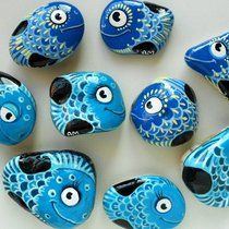 A variety of blue fish! Boat Painting, Pebble Painting, Pebble Art, Stone Painting, Fish Rocks, Pet Rocks, Stone Crafts, Rock Crafts, Money Making Crafts