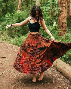 Langer Rock mit Elefanten-Print im Boho-Hippie-Zigeuner-Stil Long skirt with elephant print in boho-hippie gypsy style Red flannel, paired miBoho chic style sleeved pullover with Hippie Skirts, Bohemian Skirt, Gypsy Skirt, Boho Gypsy, Boho Dress, Maxi Skirt Boho, Boho Skirts, Hippie Dresses, Hippy Dress