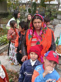 Gypsy In Romania. Gypsy Life, Gypsy Soul, We Are The World, People Of The World, Romanian Gypsy, Gypsy People, Gypsy Culture, Gypsy Women, Vintage Gypsy
