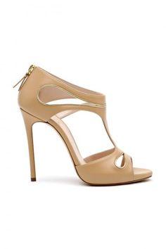 Sandali in pelle beige dalla collezione primavera estate 2014 di scarpe Casadei.
