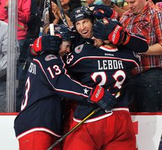 Hockey Hugs! R.J. Umberger of the Columbus Blue Jackets shares the love.   # Pinterest++ for iPad #
