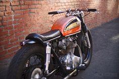 honda-cb450-cafe-racer rear