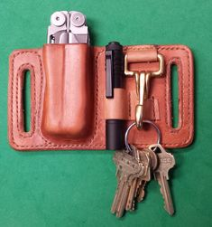 Leatherman sheath with penlight and key holder. Leatherman sheath with penlight and key holder. Leather Knife Sheath Pattern, Leather Belt Pouch, Leather Holster, Leather Tooling, Leather Key Holder, Custom Leather Belts, Sewing Leather, Leather Craft, Knife Holster