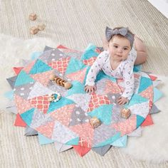 Create this Tummy Time mat with half square triangles. #quilting #quiltingforbaby #tummytime #coatsandclark