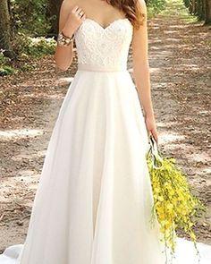 Quando a simplicidade é a origem da beleza! AMEI! #noiva #bride #dress #weddingdress #vestidodenoiva #wedding #casamento #instawedding #bridetobe #voucasar #noiva2017 #ceub #casaréumbarato