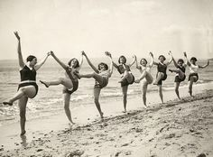 vintage everyday: Dancing on the Beach, Bournemouth, c. 1925 - Dancing on the Beach, Bournemouth, c. Vintage Beach Photos, Images Vintage, Vintage Photographs, Vintage Photos Women, Dance Aesthetic, Love Dance, Retro Mode, Dance Like No One Is Watching, Dance Quotes