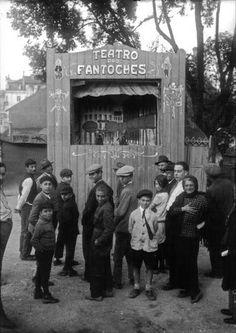 Teatro de fantoches no Parque Mayer em meados dos anos 20 (arq. AML) History Of Photography, Documentary Photography, Antique Photos, Vintage Photos, Old Pictures, Old Photos, Nostalgic Pictures, Beyond Beauty, Lisbon Portugal