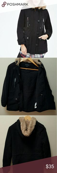 Parka Coat Black parka coat. Worn once. Multiple pockets. Sherpa lined, very warm. Zipper and  buttons closure. You can tighten it on the inside woth the pulleys so it hugs your curves Forever 21 Jackets & Coats