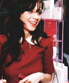 Zooey Deschanel is my spirit animal as Jessica Day in New Girl. How do you not love someone who is so confident in herself? Zooey Deschanel Style, Zoey Deschanel, Cute Celebrities, Celebs, Pretty People, Beautiful People, Jessica Day, Emily Vancamp, Gamine Style