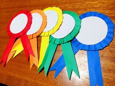 How to make paper medals. Diy And Crafts, Crafts For Kids, Arts And Crafts, Graduation Crafts, Father's Day Diy, Free Preschool, Sunday School Crafts, Mothers Day Crafts, How To Make Paper