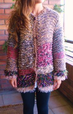 Chaleco grueso de lana, tipo chaquetón, tejido a palillo.