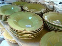 passeio-porto-ferreira-cidade-ceramica-monta-encanta6 Party Entertainment, China Porcelain, Shopping Hacks, Plates, Entertaining, Tableware, Kitchen, Fine China Dinnerware, Boyfriend Dinner