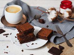 RECEPT | NEJLEPŠÍ ČOKOLÁDOVÉ BROWNIES | Na skok v kuchyni Low Carb, Cupcakes, Cookies, Food, Humor, Crack Crackers, Cupcake Cakes, Biscuits, Essen