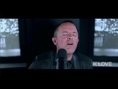 Chris Tomlin: Jesus loves me. Live at K Love. Such a beautiful song.